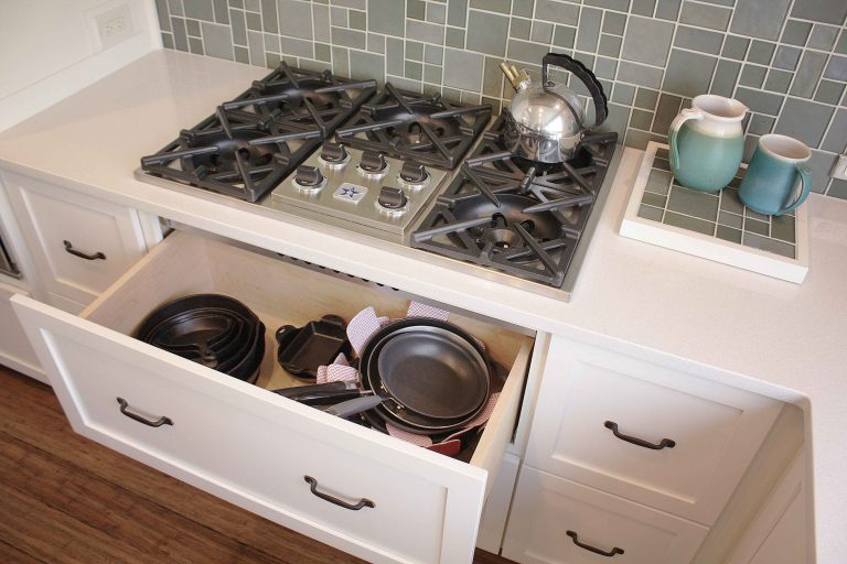 Transitional kitchen five burner cooktop and cookware drawer